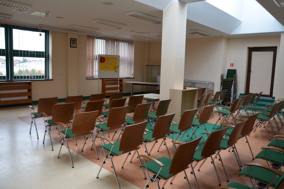 zdjęcie. krzesła na sali konferencyjnej